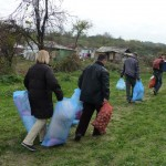 Carrying aid to the isolated Roma encampment